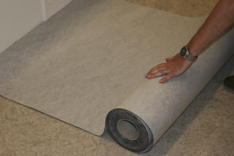 cTraps duk rullas ut över önskad yta, exempelvis golv